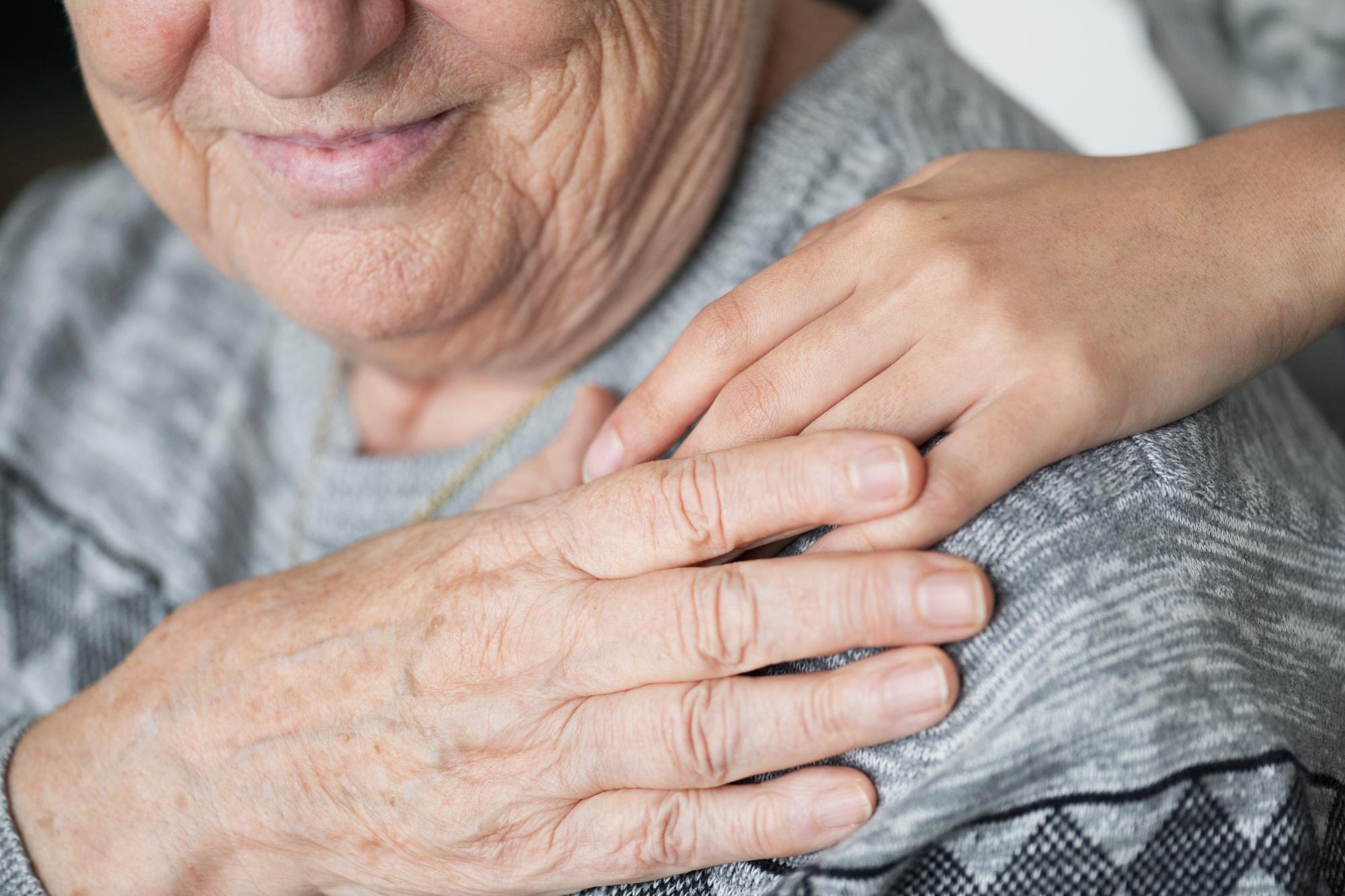 Anziana in casa di riposo